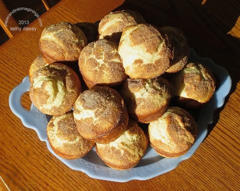 cinnamon muffins plate