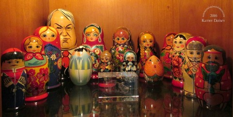stacking-dolls-in-curio